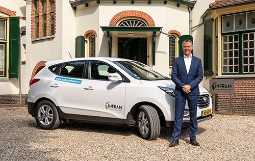 Bart van Bussel directeur Infram rijd op waterstof, h2o mobiel tankstation