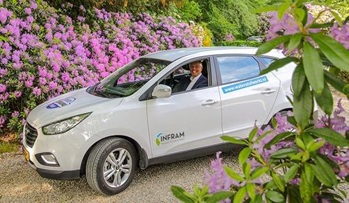 Bart van Bussel, eigenaar Infram rijd op waterstof